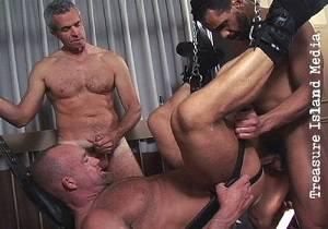 Derek Anthony, Mannie, Mark Dixon – Sling 3-way Fuck (Bareback)